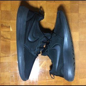 Nike all black roshe 2 size 9